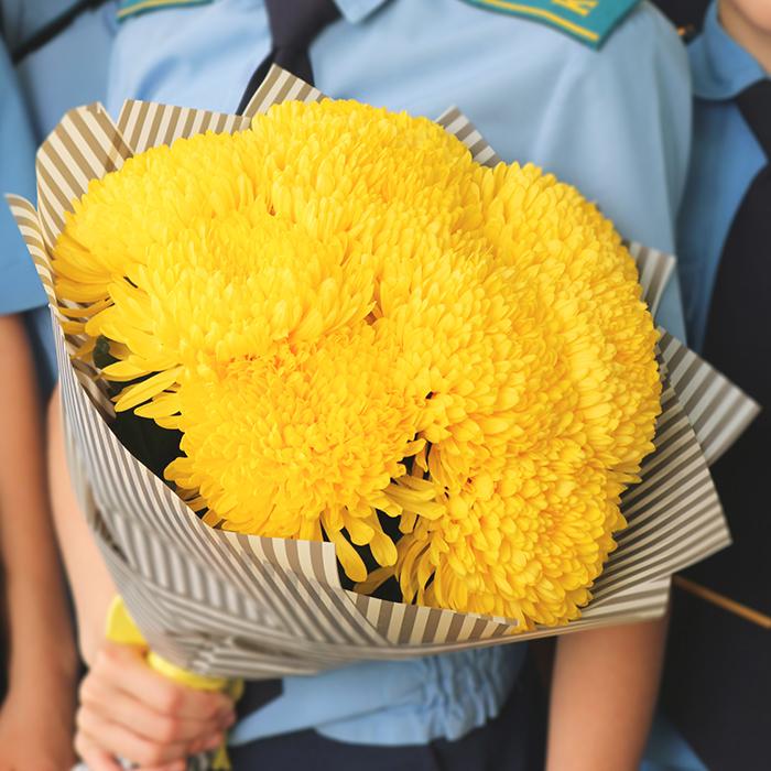 Купить букет 9 крупных желтых хризантем в Перми