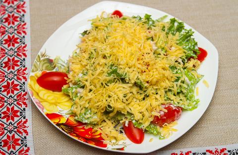 Подкопченное филе птицы в салате