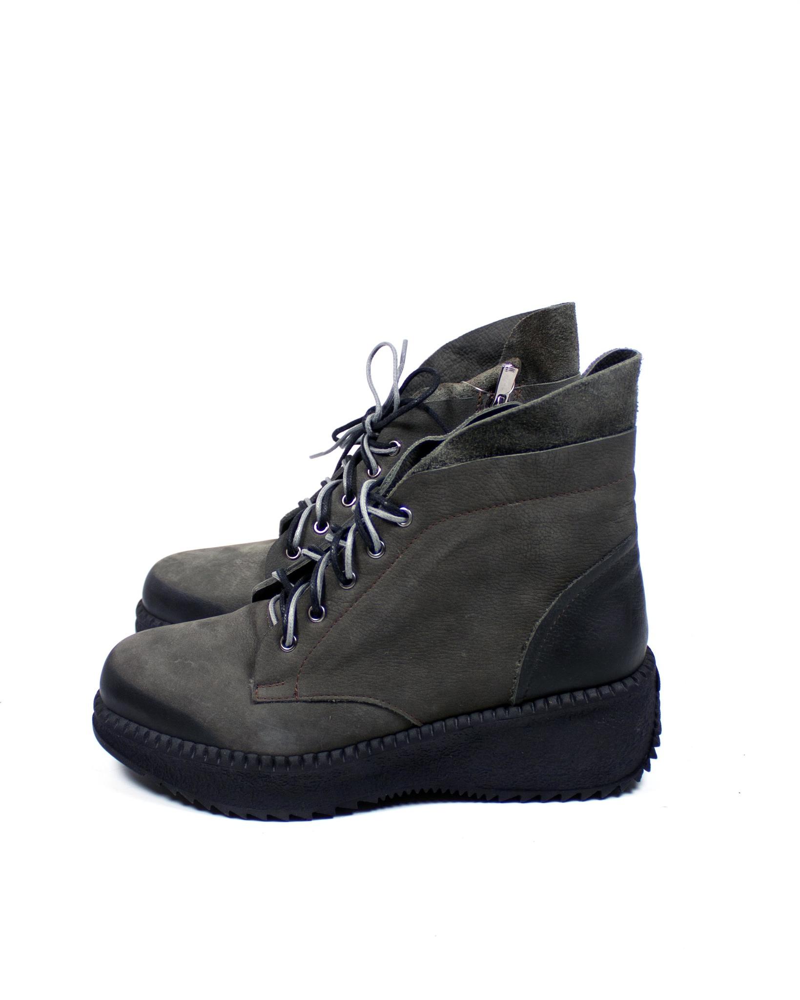 серые ботинки SM