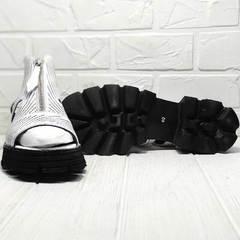 Летние ботильоны. Белые босоножки на черной подошве Marani Magli 163-854-01 White Black.