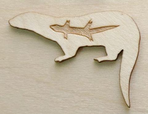 Магнит ДекорКоми на холодильник из дерева Выдра