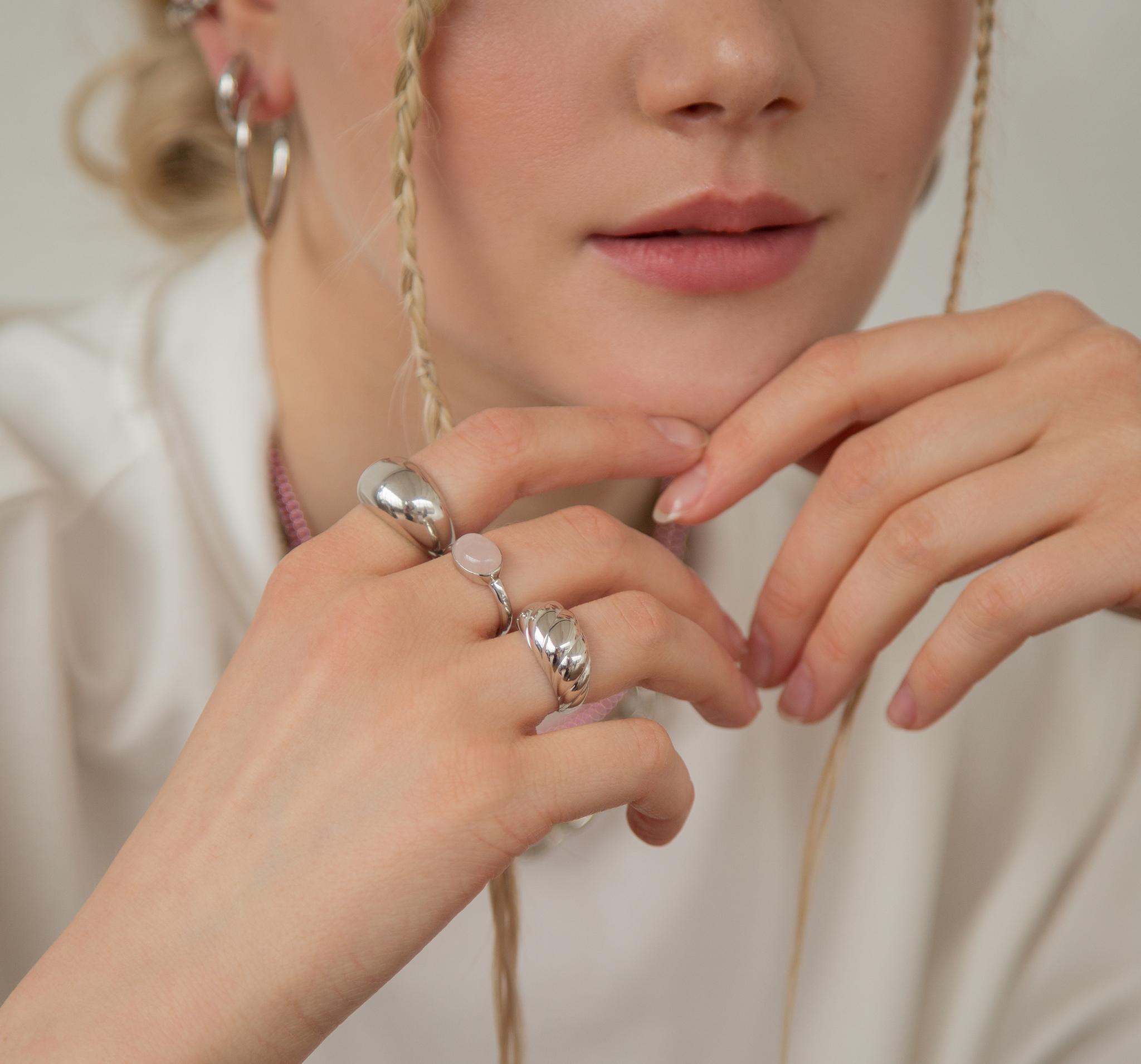 Серебряное кольцо с розовым кварцем от ALL OVER