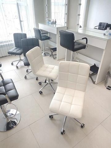 Полубарный стул мастера Kruger (стул для маникюра/косметолога)