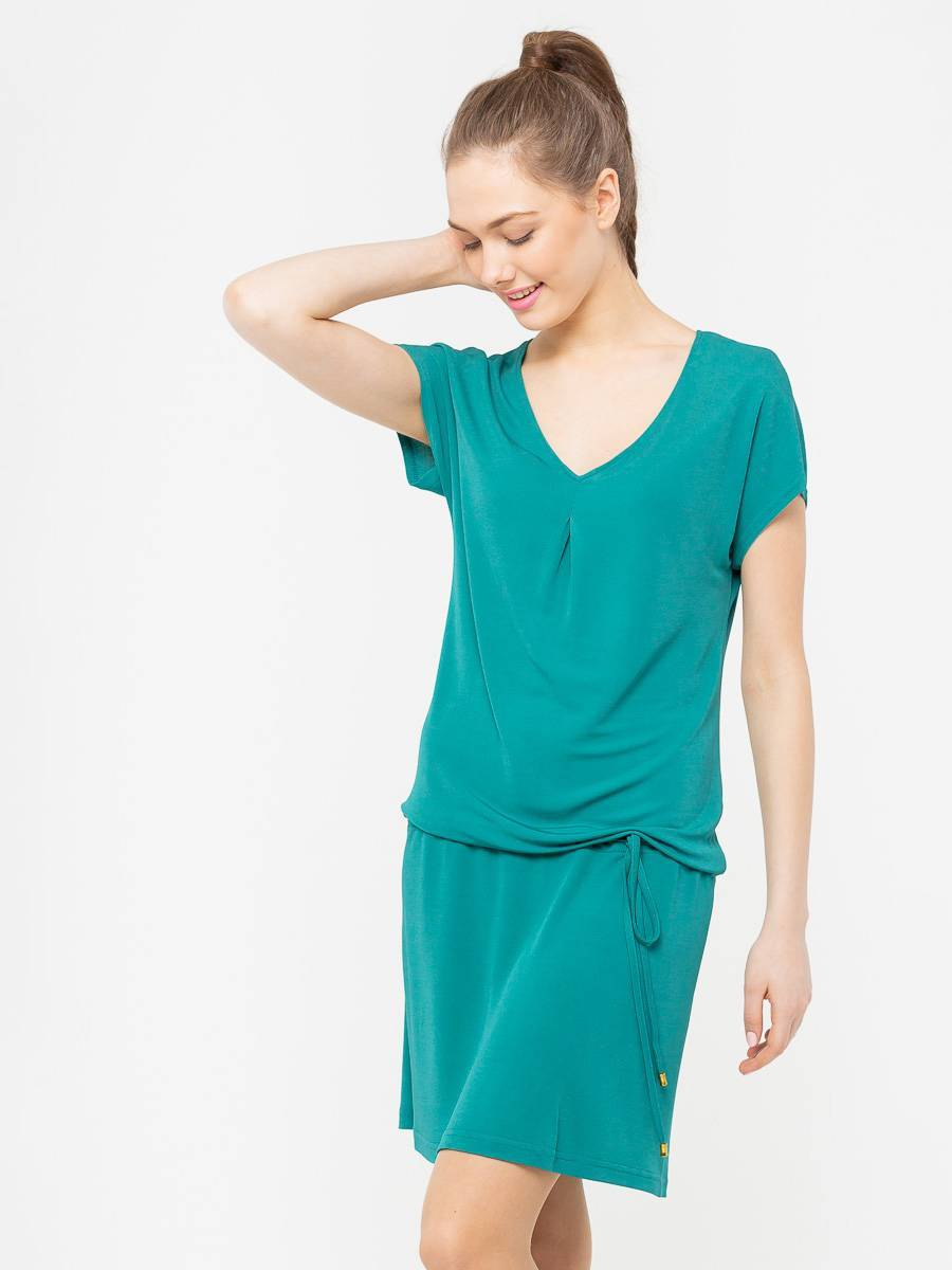 Платье З025-618 - Летнее платье из струящейся вискозы со спускной линией плеча и V-образным вырезом. Кулиска позволяет регулировать длину и носить его с напуском или без. Невероятно комфортное, оно станет вашем любимым платьем на каждый день .Смотрится ярко и стильно, хорошо сочетается как с обувью на каблуках так и на плоской подошве.