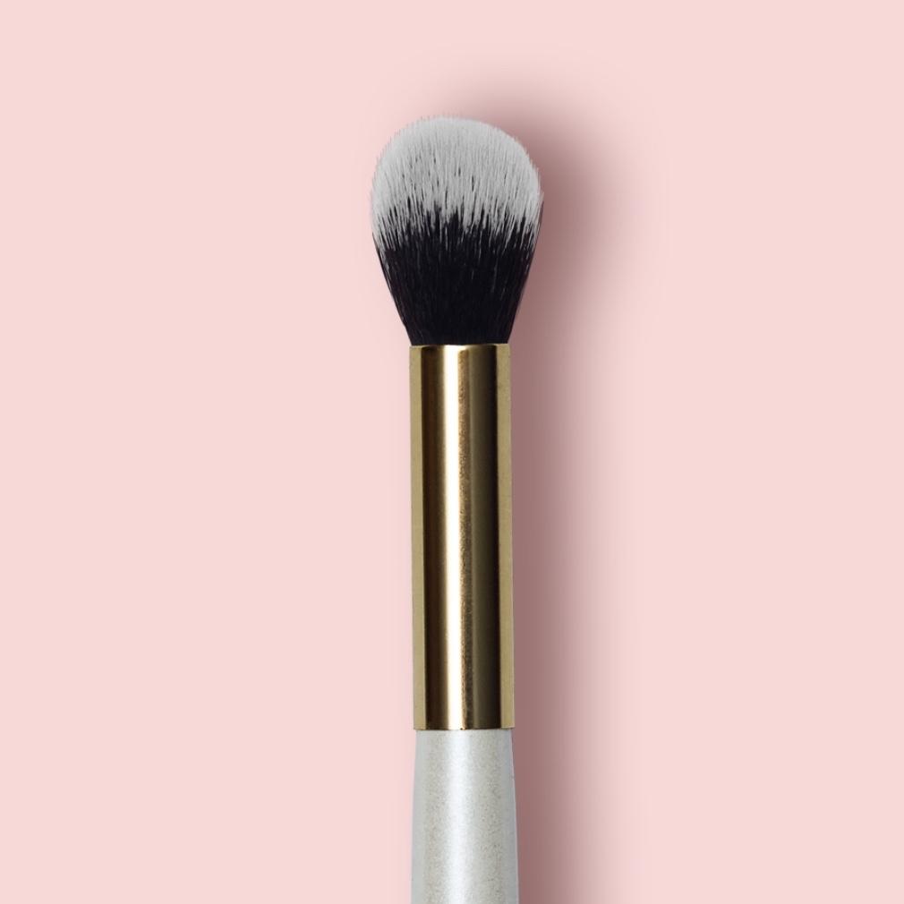 Oh My brush Кисть для нанесения хайлайтера Highlighter brush 105