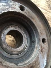 Ступица со шкивом вала вентилятора термомуфты (D2866/76, привод в сборе)  Шкив привода вентилятора - 51066060095; 51066060097  Ступица привода вентилятора - 51066040073; 51066060095; 51066060097  Разборка МАН ТГА  Разбираем грузовики МАН ТГА разбираемые нами авто все из Европы, б/у запчасти в отличном состоянии. Наш товар уже был в употреблении, но это не означает, что он низкого качества. Каждый из наших сотрудников имеет многолетний опыт работы с подобными автомобилями. Подбор запчастей по VIN-номеру автомобиля, отправка по всей России, гарантия на запчасти! Помимо б/у запчастей МАН, вы так же можете приобрести у нас высококачественный аналог Европейских, Турецких и Китайских производителей.  Новые запчасти на МАН