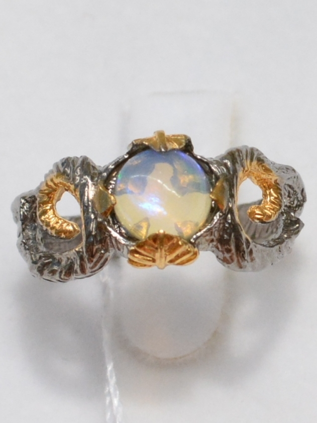 Велес-опал (серебряное кольцо с позолотой)