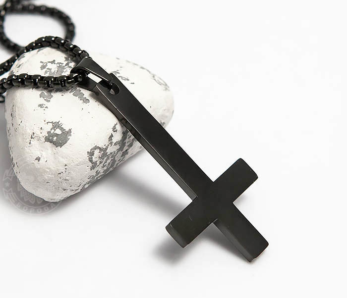 PM262-2 Черная подвеска перевернутый крест из стали фото 02