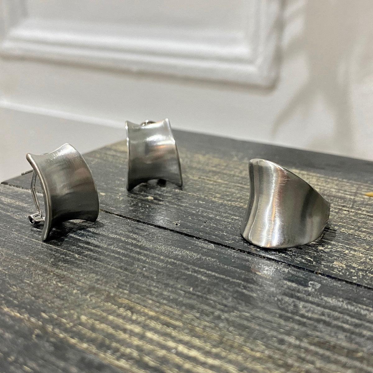 Серьги Трапеция вогнутые сатиновые (стальной) Vi