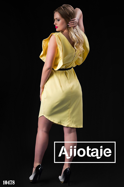 Платье желтого цвета с воланами на рукавах