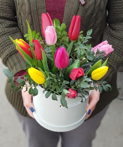 Коробка из разноцветных тюльпанов 2