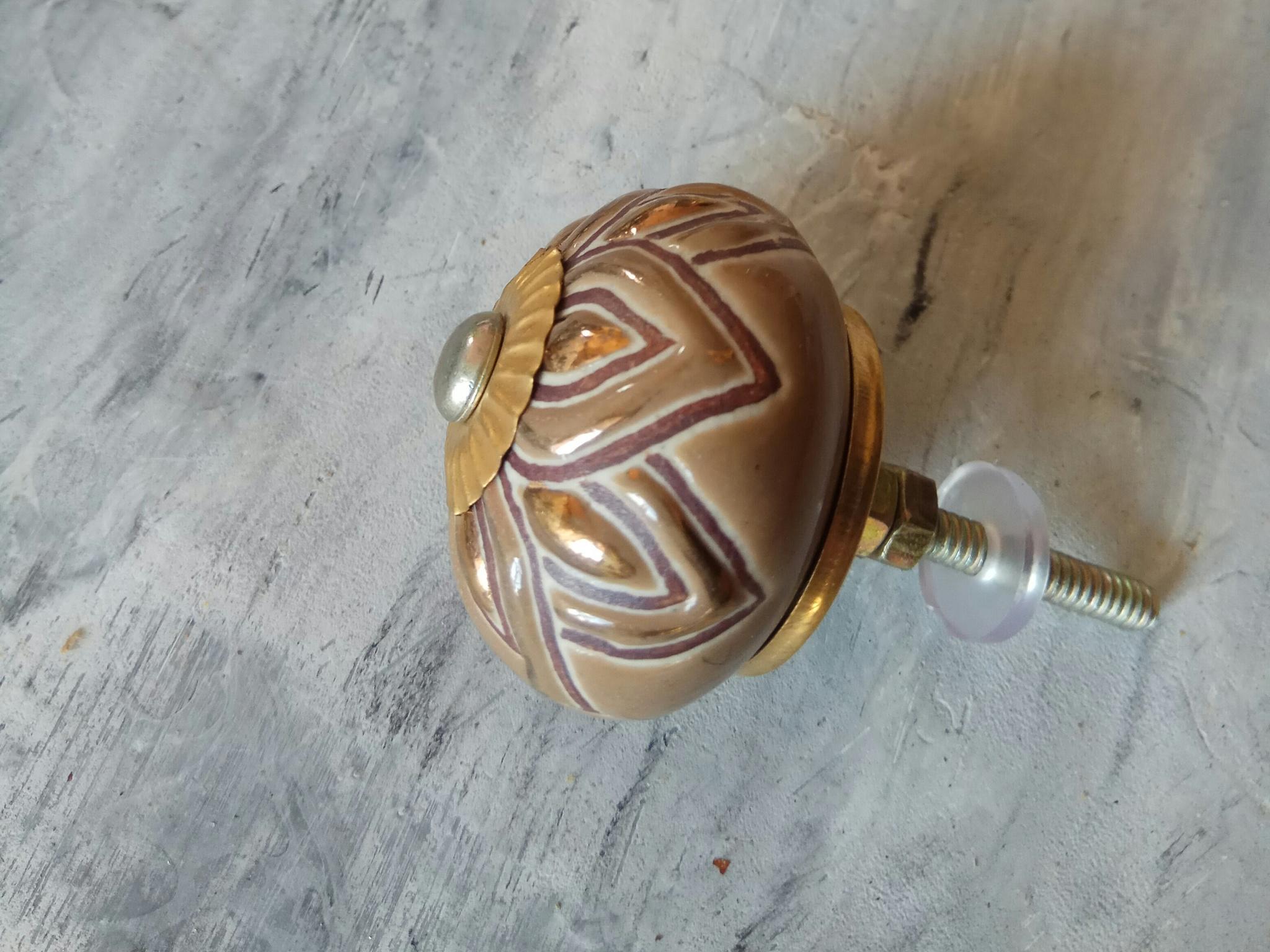 Ручка мебельная керамическая  - цвет молочный шоколад с золотым орнаментом, арт. 00001036
