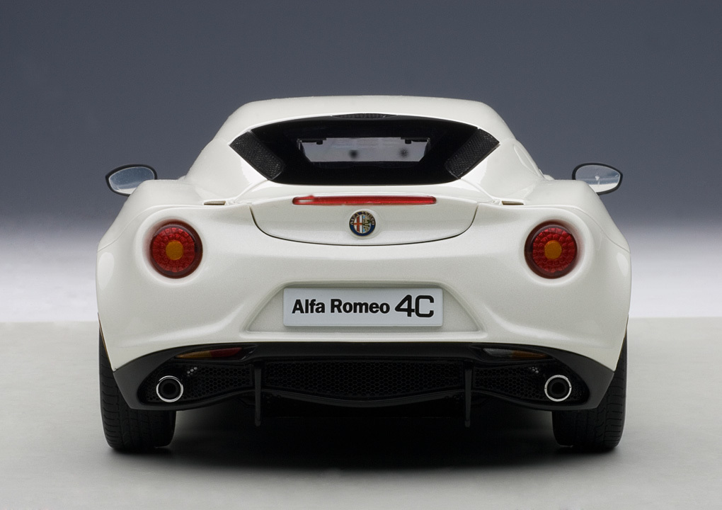Коллекционная модель Alfa Romeo 4C 2013 White
