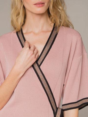 Женское платье розового цвета с запахом - фото 2