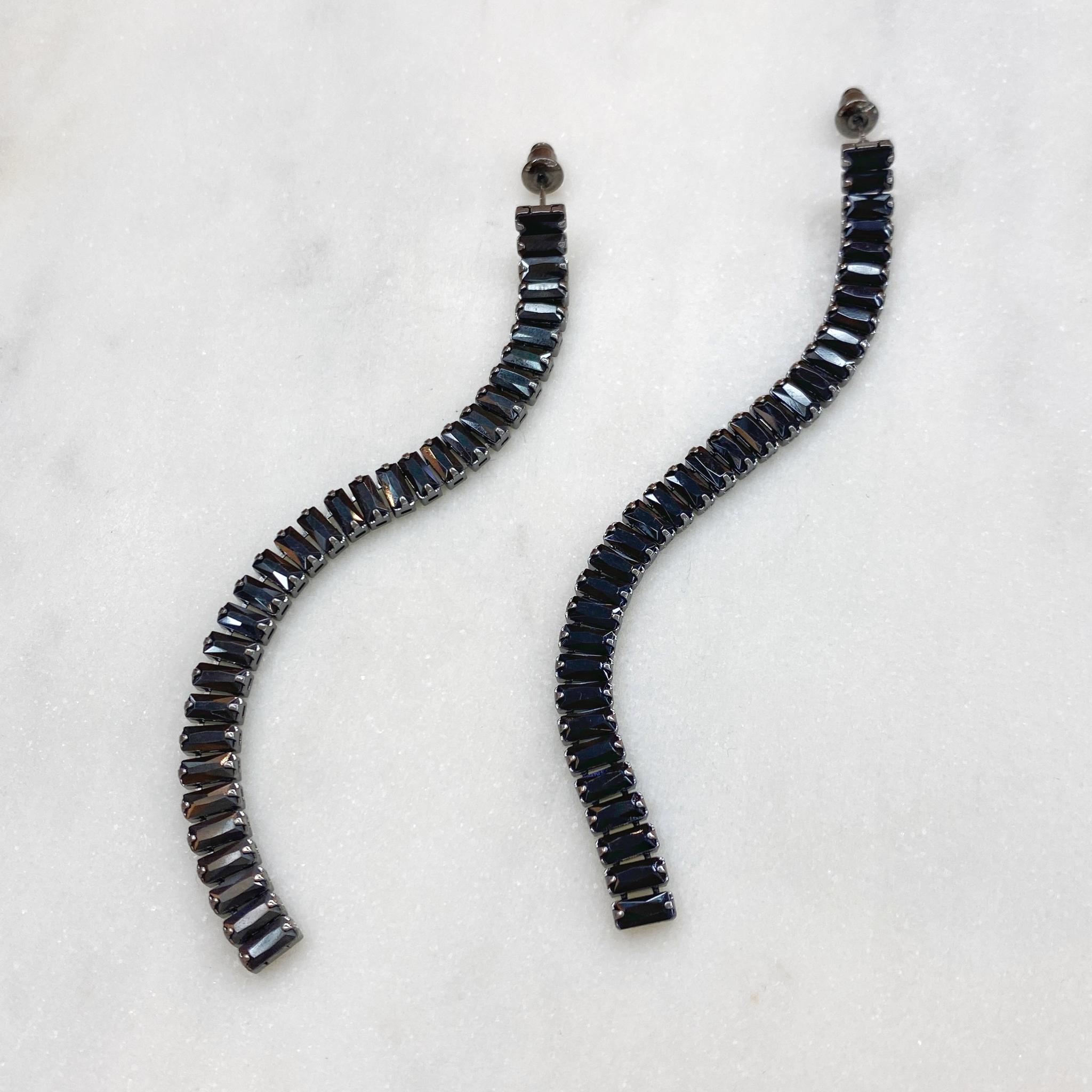 Серьги-дорожки с багетными цирконами (черный)
