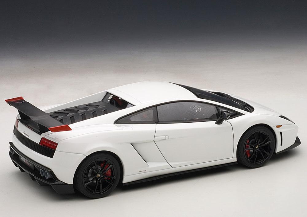Коллекционная модель Lamborghini Gallardo LP 570 Supertrofeo Stradale 2011 White