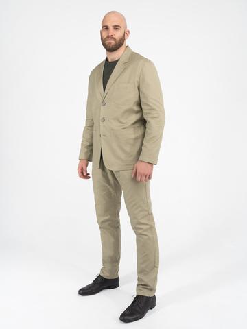 Мужской костюм бежевого цвета