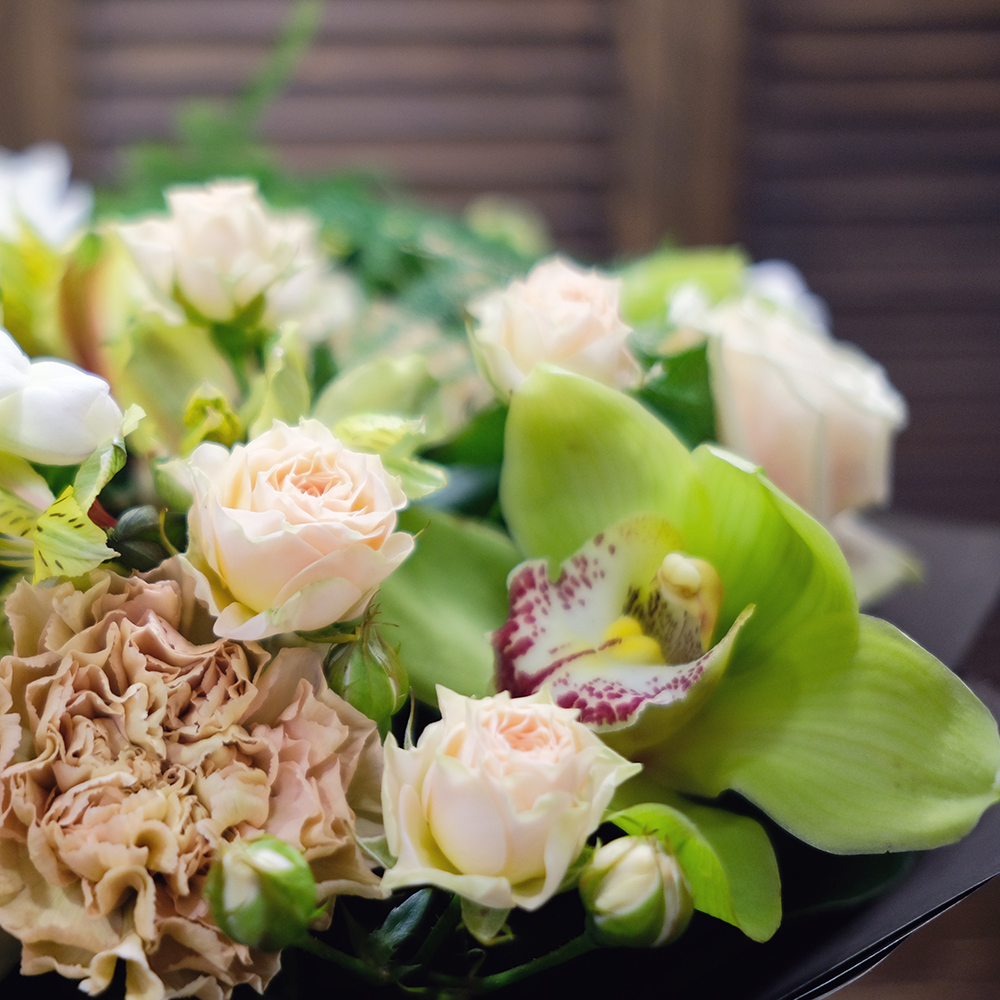 Букет с орхидеями