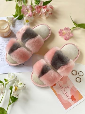 Меховые тапочки розовые с графитовой вставкой с параллельными  шлейками и текстильной стелькой бежевой