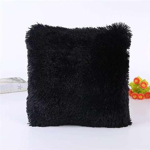 Подушка интерьерная с длинным ворсом черного цвета