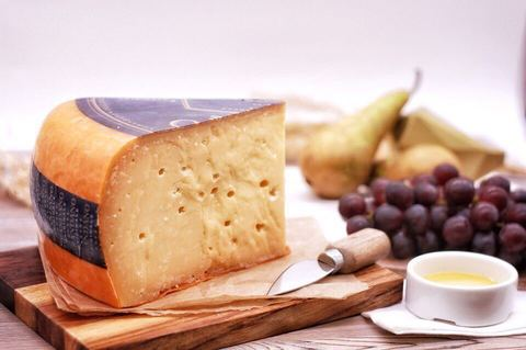 Сыр Грандана - твердый СЫРЫ И КОЛБАСЫ ИП ПОТАПОВА 1кг