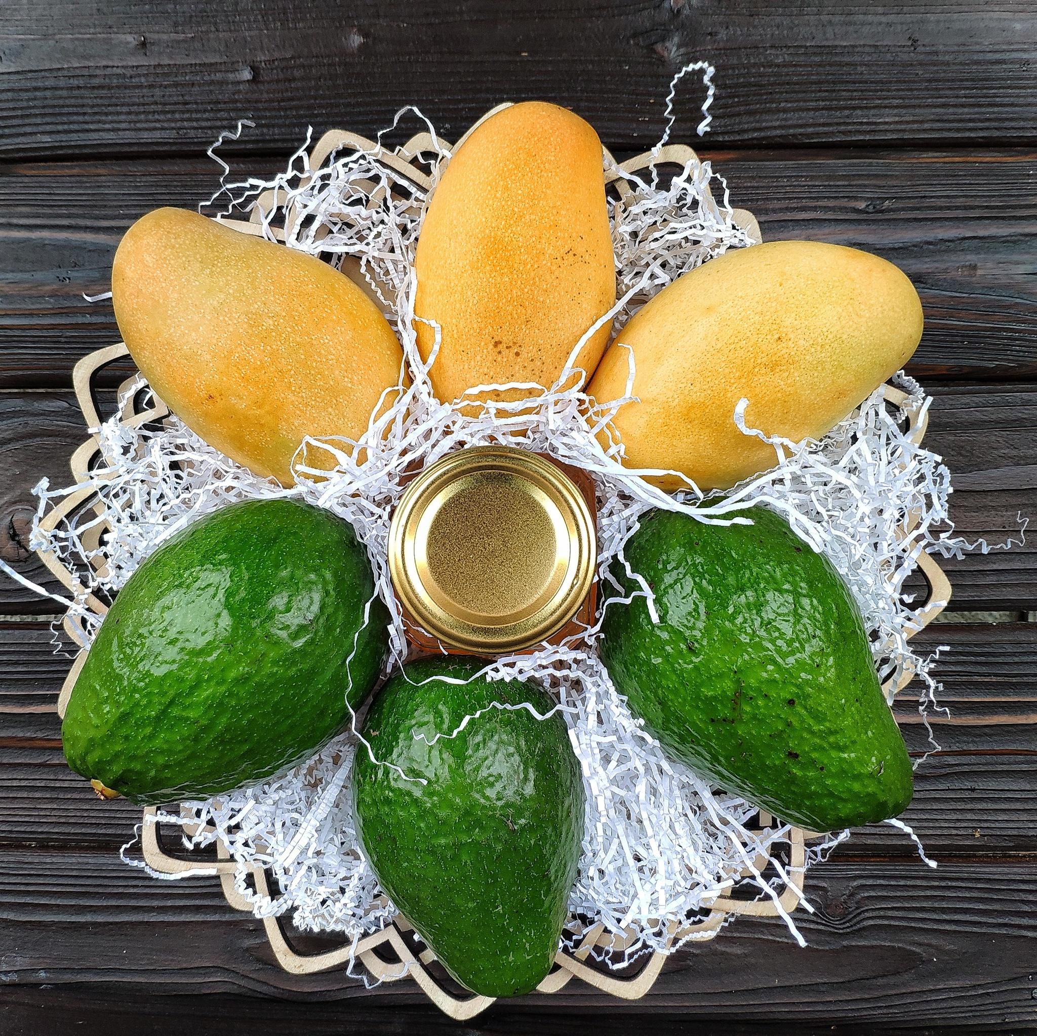 Фотография Подарочная корзина большая манго, авокадо, мед липа, 3 кг. купить в магазине Афлора