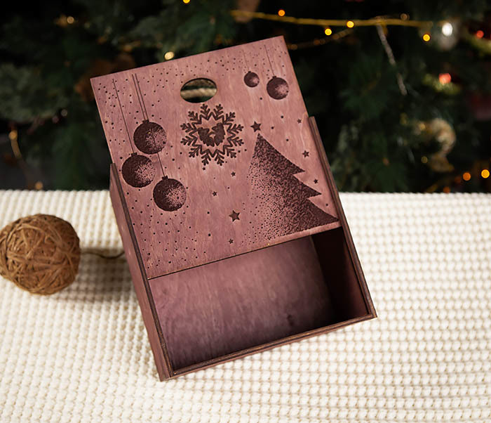 BOX201-3 Фирменная новогодняя коробка с ручками (17*17*10 см) фото 03