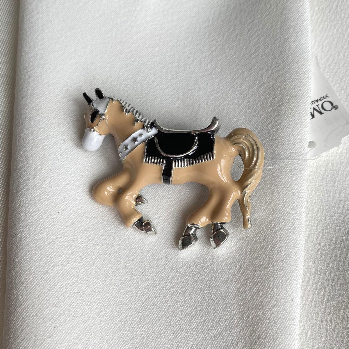 Брошь Лошадь эмаль бежевая