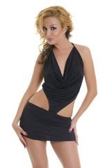 Черное платье с вырезами по бокам
