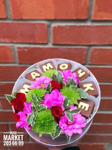 Цветы и шоколадные буквы «Мамочке» #1914