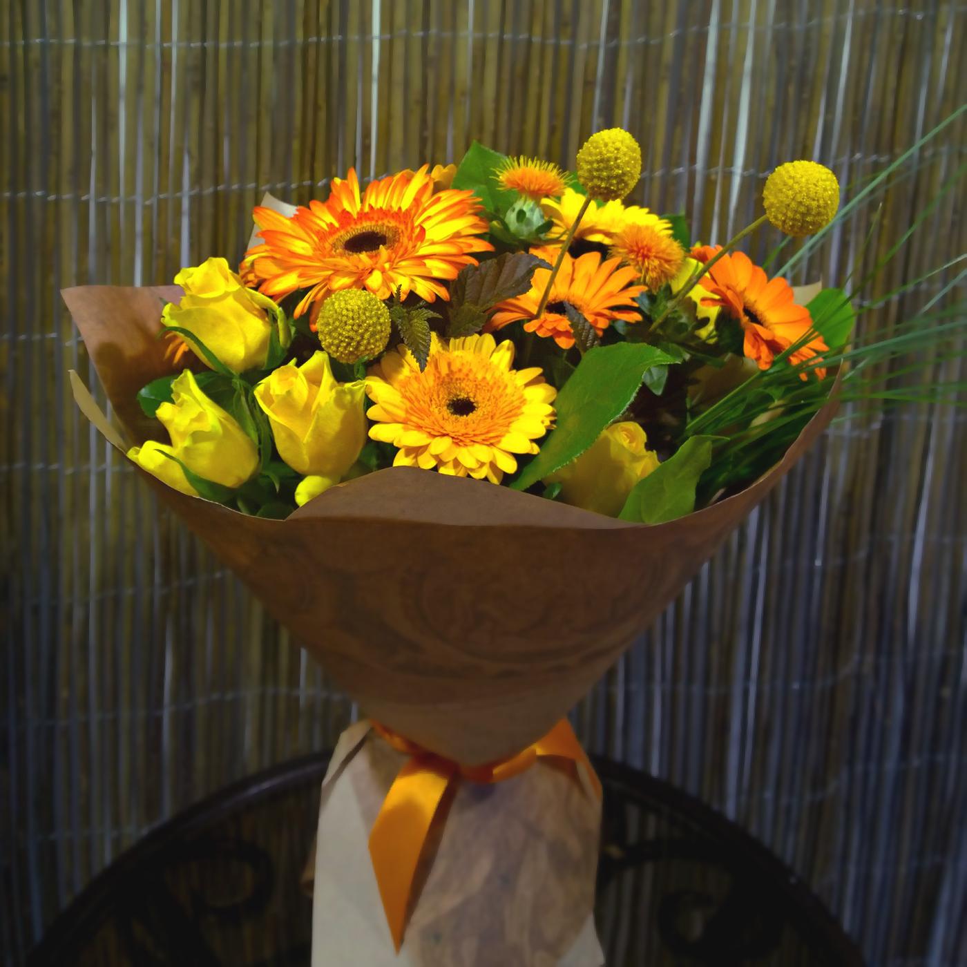 Купить букет в Перми с желтыми, оранжевыми герберами, гермини, розами
