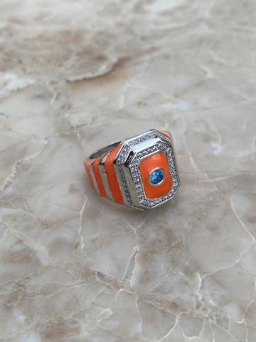 Кольцо-печатка из серебра с оранжевой эмалью и голубым цирконом