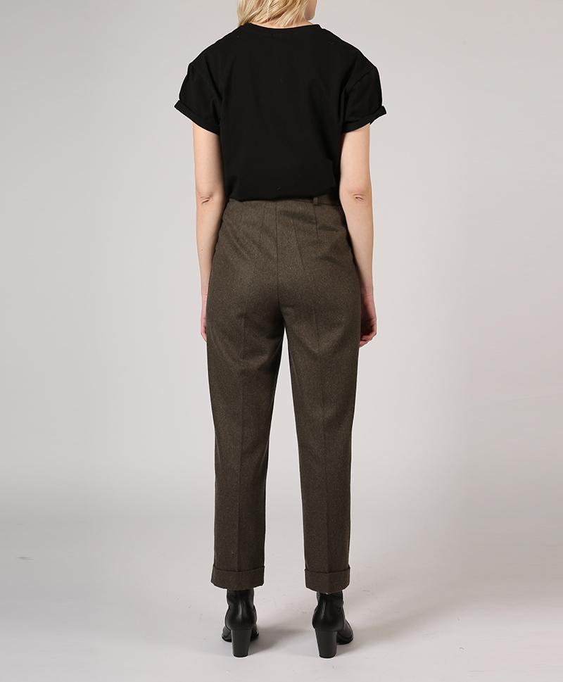брюки-классические-с-подворотами-сзади