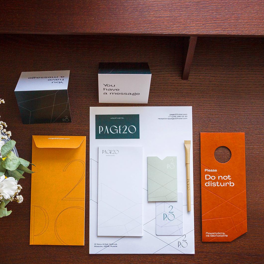 Тейбл тент, визитка и фирменный блокнот в номер гостя