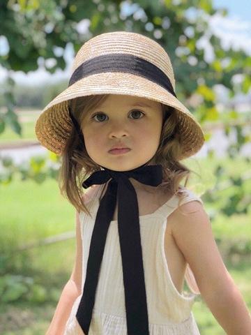 Шляпа Колокольчик с черной и белой лентами