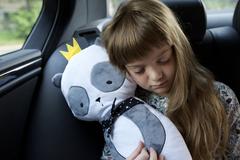 Подушка на ремень безопасности Клювонос Панда в короне