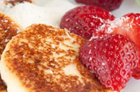 Сырники без глютена с ягодами