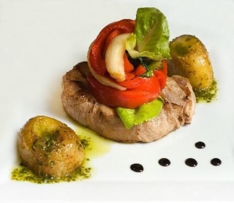 Свинина з лечо літніх овочів і картоплею (чімічуррі)
