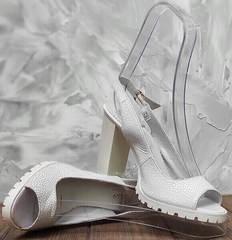 Белые босоножки женские на каблуке 10 см. Кожаные босоножки с открытой пяткой и носком EL Passo White....