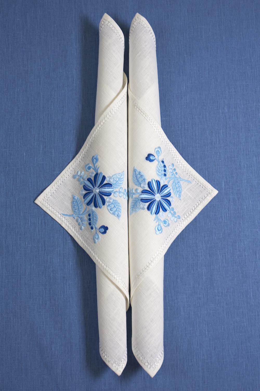 Льняная салфетка с вышивкой 3D