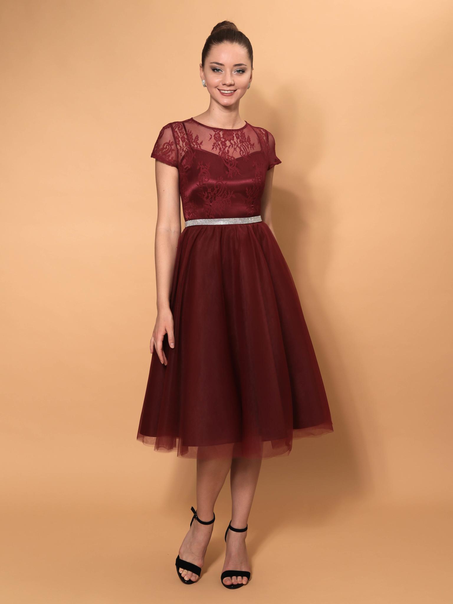 Нарядное кружевное платье с короткими рукавами миди (бордовый)