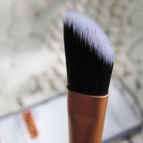 Real Techniques Concealer Brush кисть для лица