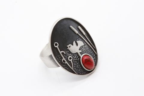 Кольцо из серебра 925 с кораллом