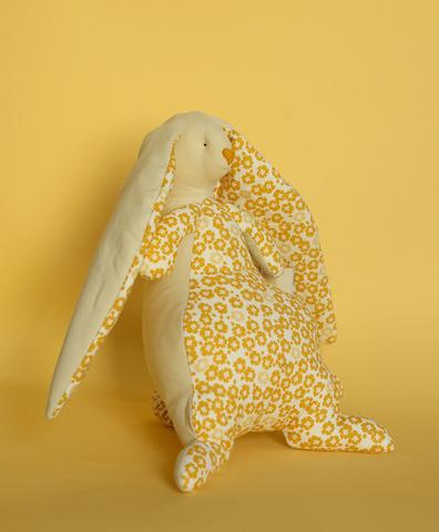 Зайчик молочный , светлая ткань в жёлтый цветок