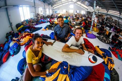 Сотрудники фабрики гамаков на о. Бали.
