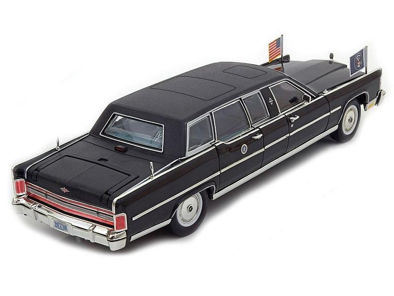 Коллекционная модель Lincoln Continental President Reagan Car With Flags 1972 Black
