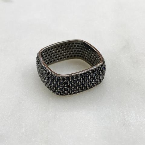 Кольцо квадратное с цирконовым пале (черный)