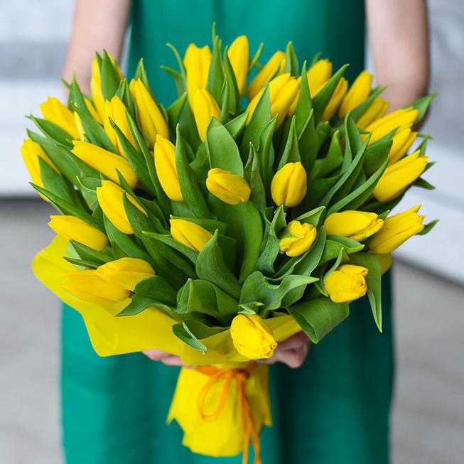Заказать букет 35 желтых тюльпанов в Перми