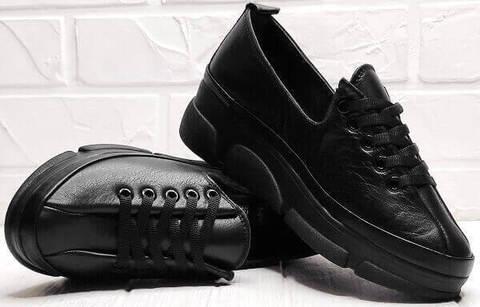 Женские туфли кроссовки демисезонные. Черные кроссовки сникерсы на танкетке. Кожаные кроссовки туфли спортивного типа MarioMuzi Black.