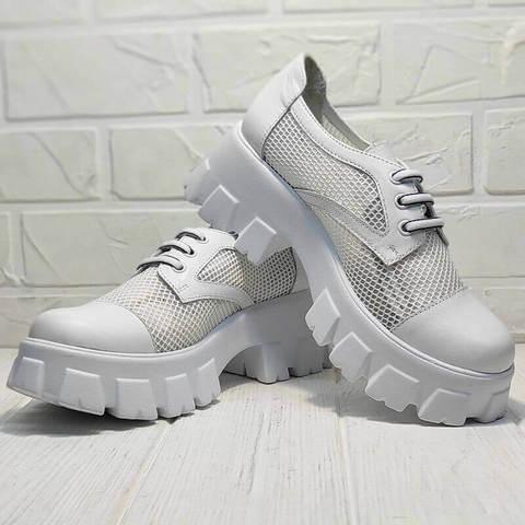 Женские туфли на тракторной подошве. Белые туфли на низком каблуке. Туфли дерби сеточка Gold Deer White.